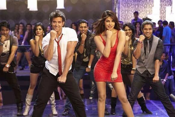 Hrithik and Priyanka grooving to 'Raghupati Raghav Raja Ram' party song from 'Krrish 3'.