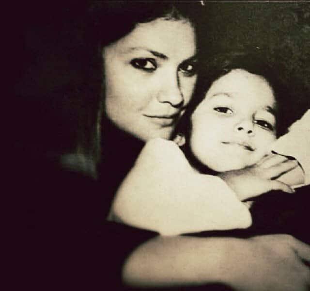 Check out Alia Bhatt's new Twitter display pic. In this pic, Alia is with her half-sister Pooja Bhatt.