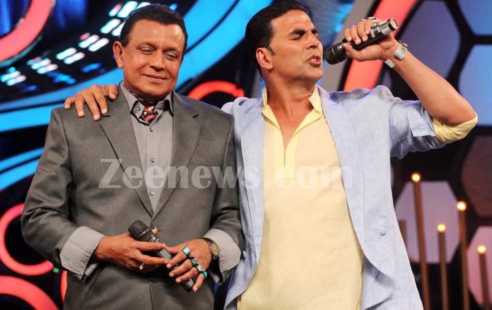 Akshay Kumar sings a song on the sets of 'Dance ka Tashan'.