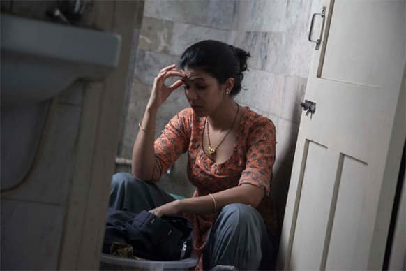 Ila (Nimrat Kaur) is sick and tired of her daily life in 'The Lunchbox'.