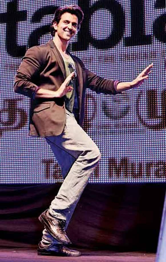 Hrithik Roshan was in Singapore to promote his film 'Krrish 3' but when he went on stage , the only thing that people wanted him to do was dance. And going by the expression on Duggu's face he enjoyed it as much as the people who were watching him! (Pic courtesy: DNA)