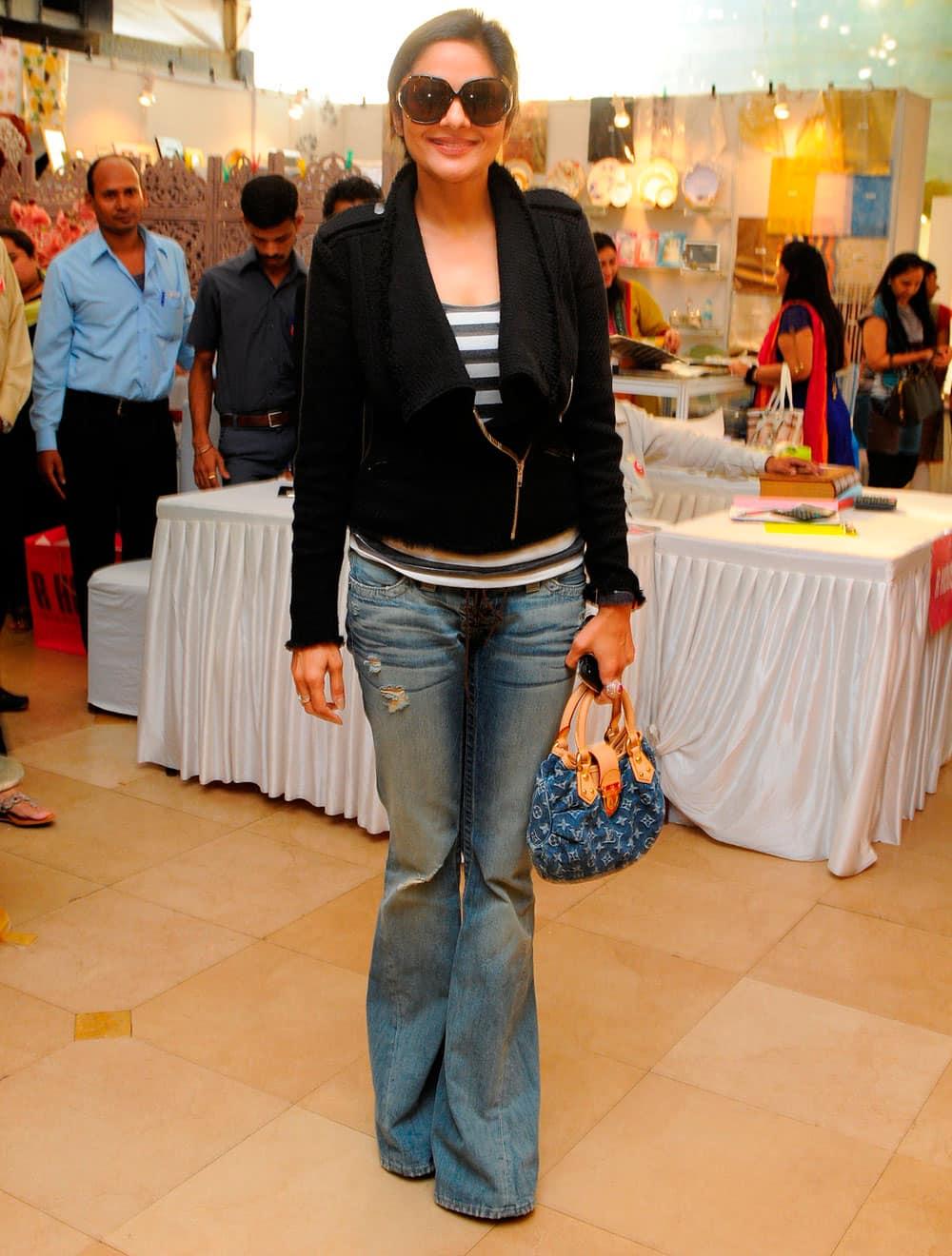 Madhoo Shah during the Mana Shetty's Araaish Exhibition in Mumbai. Pic Courtesy: DNA