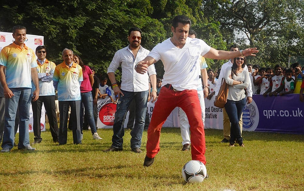 Actor Salman Khan kick-starts the 5th South Mumbai-Milind Deora Junior Soccer Challenger at Western Railway sports ground, as Deora (extreme left) looks on. Over 5,000 children from 137 schools are participating in the championship. Pic Courtesy: DNA