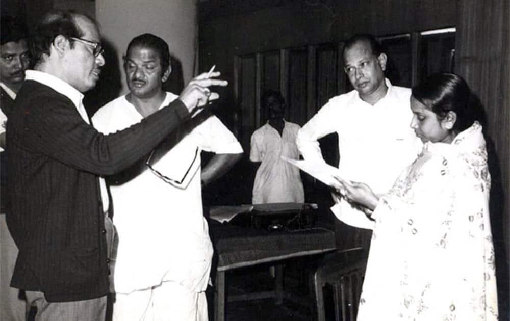 Manna Dey got his first break in films with 'Tamanna'.