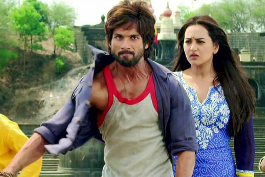 Shahid Kapoor and Sonakshi Sinha in a still from 'R...Rajkumar'. Pic courtesy: @RRTheFilm