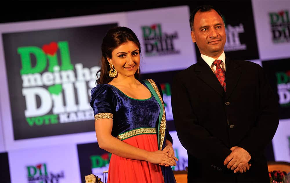 Chief Electoral Officer Vijay Dev (R) launching actor Soha Ali Khan the new brand ambassador of Election commission in New Delhi. Pic Courtesy: DNA