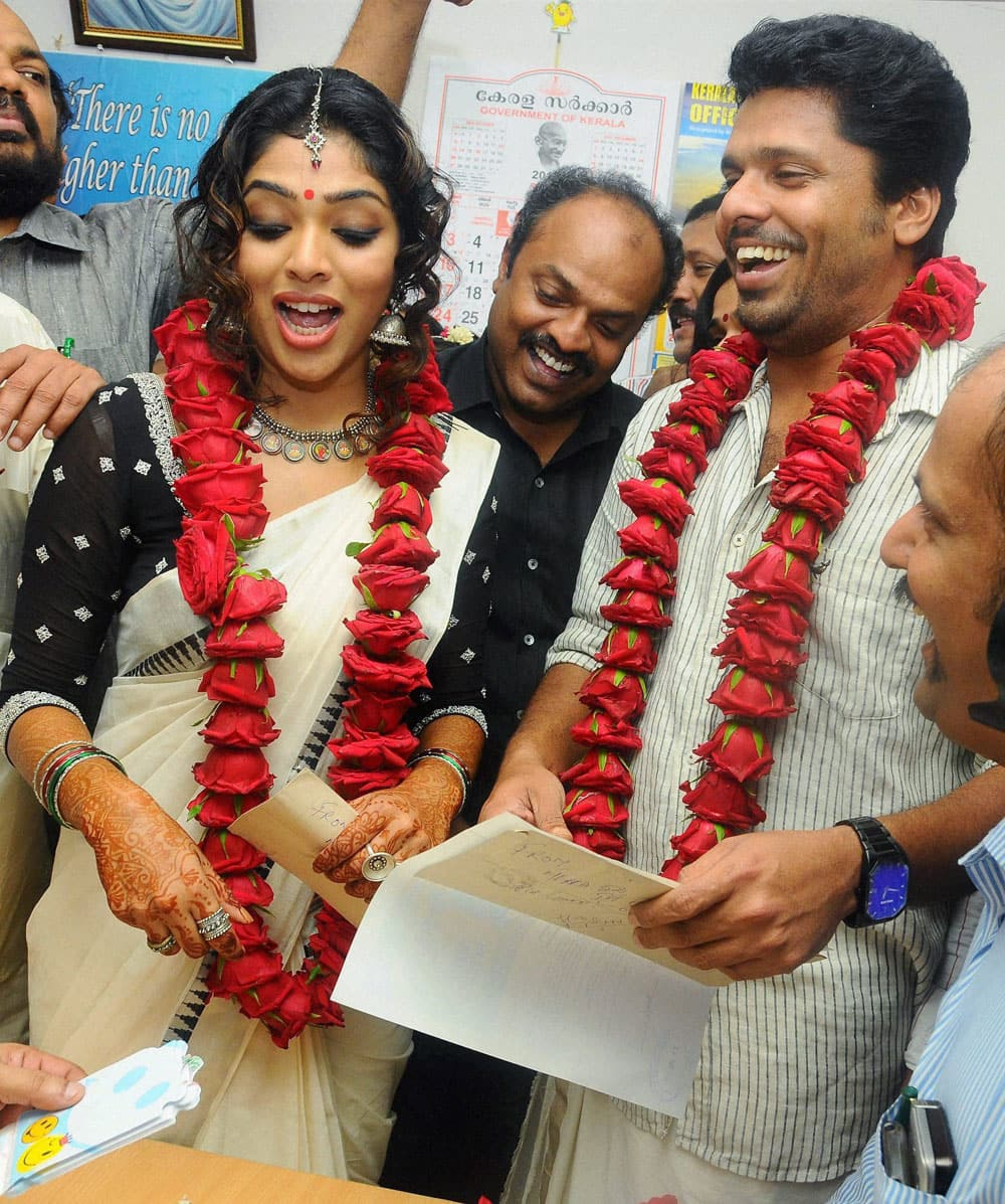 Malayalam film actress Rima Kallingal with Director Aashiq Abu after their marriage at the Sub-Registrar's office at Kochi.