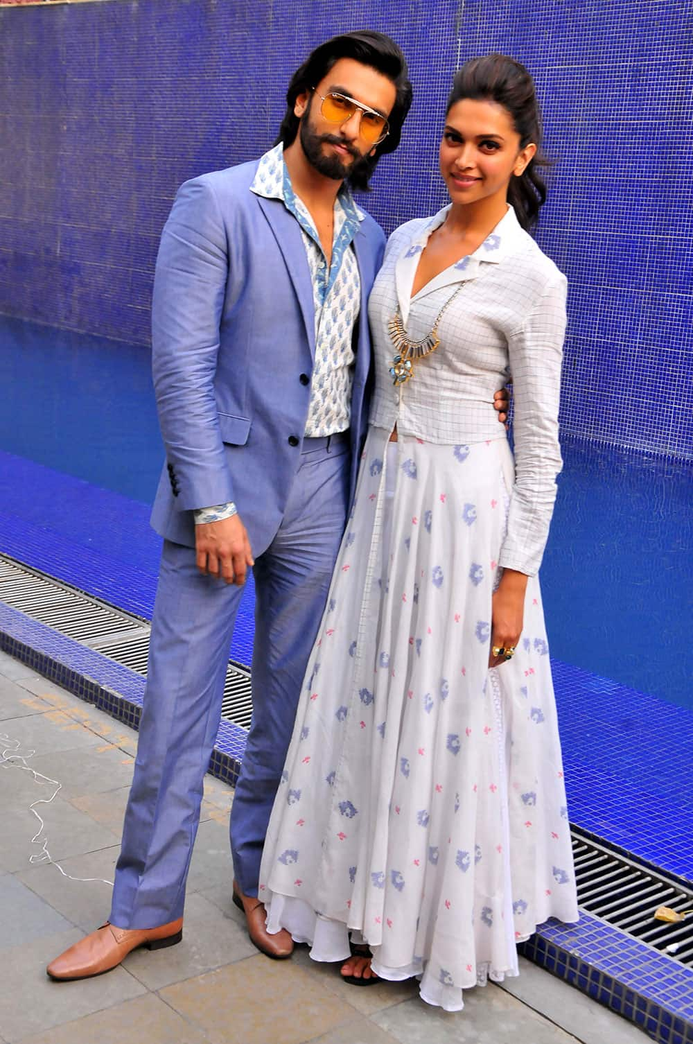 After Ranveer Singh and Deepika Padukone pose specially for After Hrs at the promotions of their upcoming film Ram Leela. We caught the duo as they checked into The Park hotel. Pic Courtesy: DNA