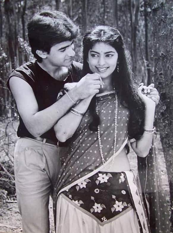 Juhi starred with the very handsome Aamir Khan in 'Qayamat Se Qayamat Tak'. The pair won hearts with their sweet and innocent screen romance.