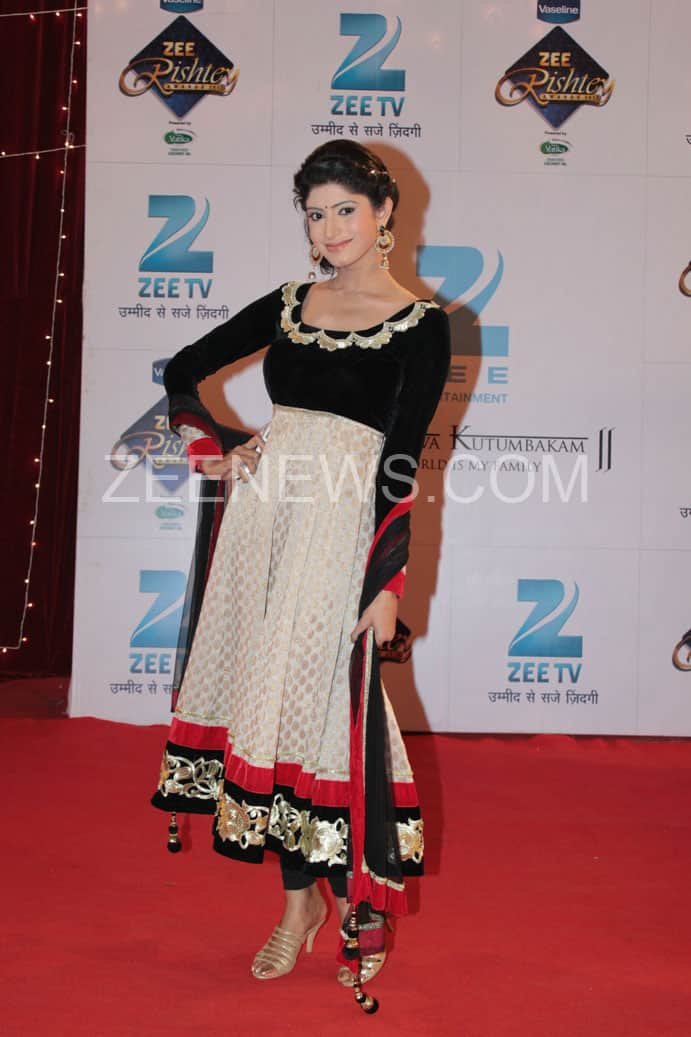 Vindya Tiwari on the Red Carpet of Zee Rishtey Awards.