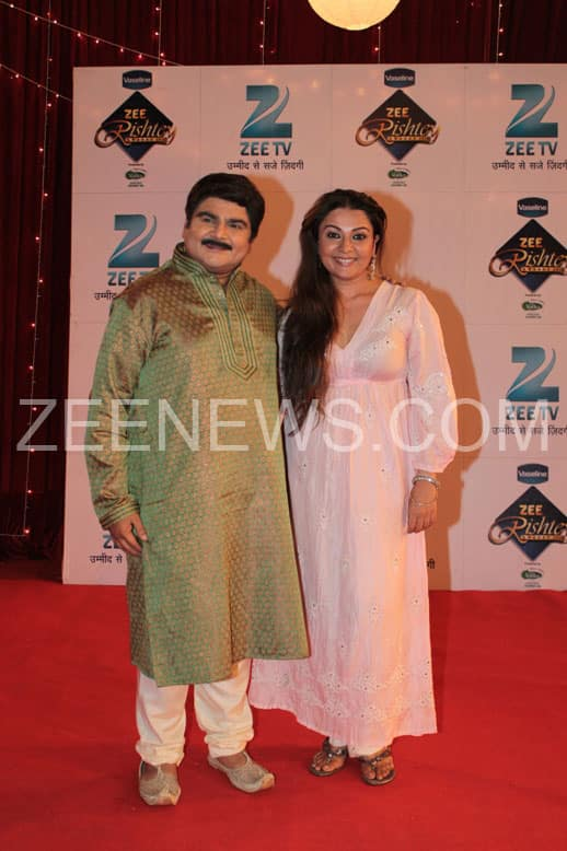 Deven Bhojani and Sucheta Trivedi on the Red cArpet of Zee Rishtey Awards.