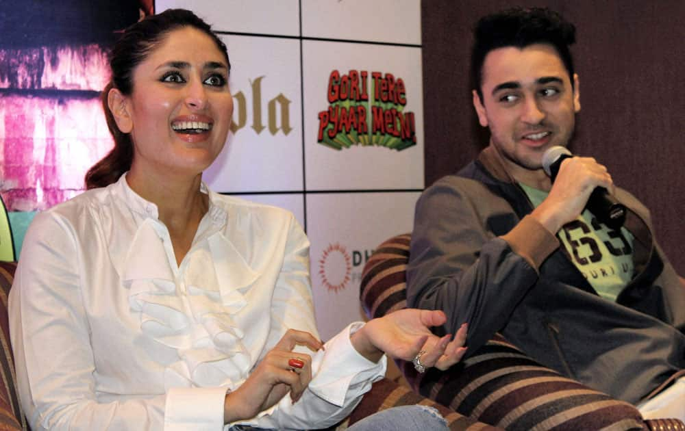 """Bollywood actors Imran Khan and Kareen Kapoor at a promotional event of their upcoming film """"Gori Tere Pyar Mein"""" in Bengaluru."""