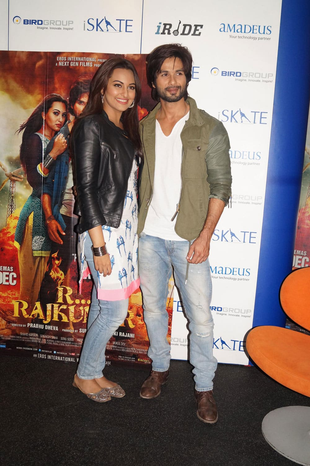 Cute Shahid Kapoor with his co-actor Sonakshi Sinha Promoted his upcoming film