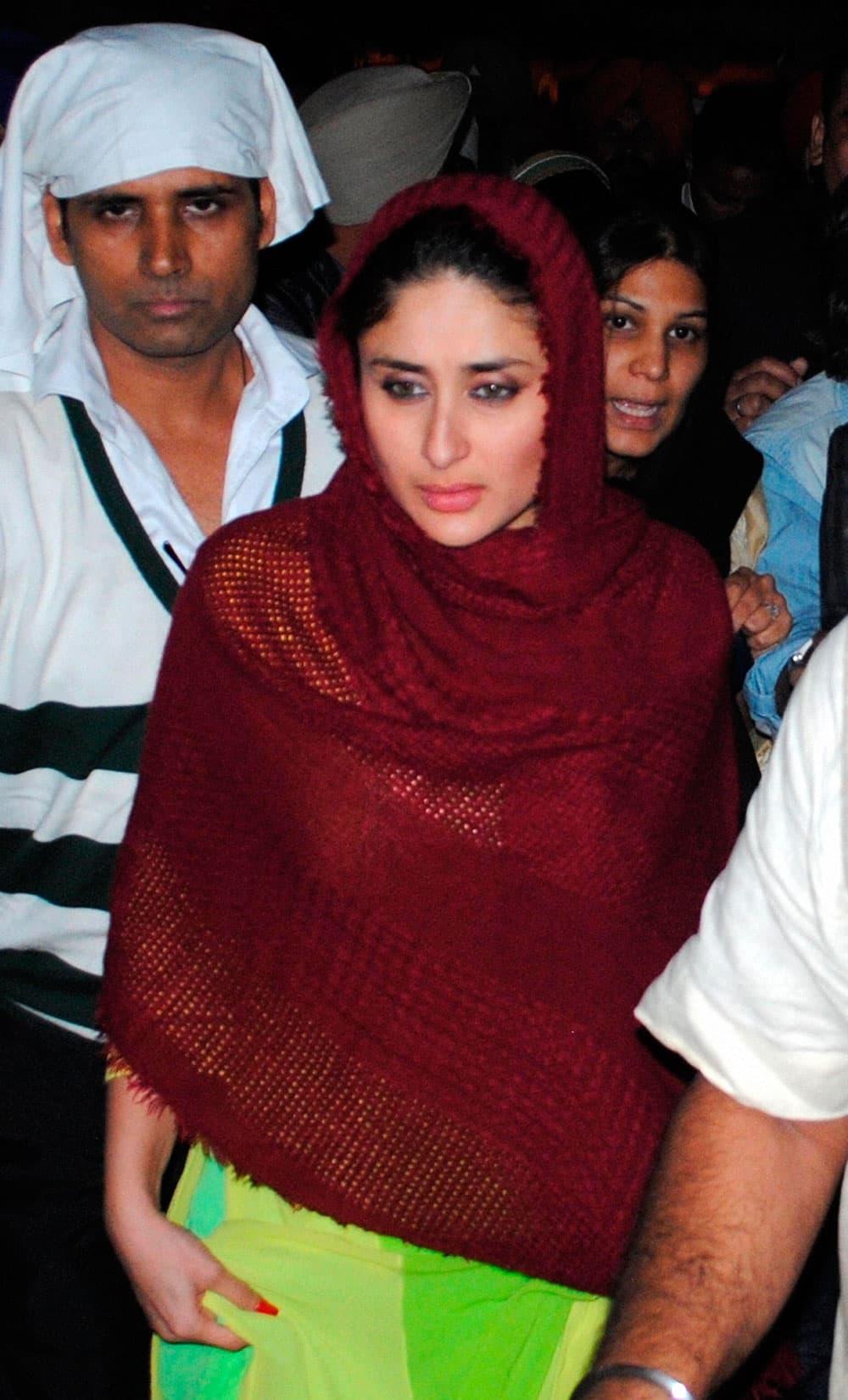 Bollywood actress Kareena Kapoor paying obeisance at Golden Temple in Amritsar.