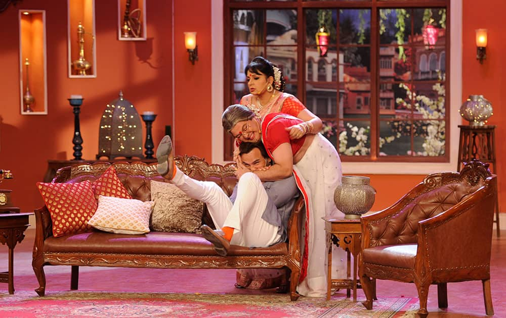 Saif Ali Khan (L), Ali Asgar (C) and Upasana Singh (R) during the promotion of film Bullet Raja on the sets of Comedy Nights with Kapil in Mumbai. Pic Courtesy: DNA