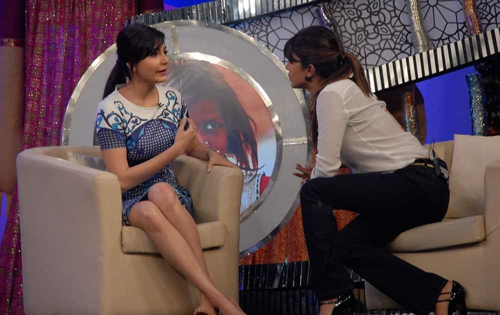 Anushka Sharma (L) and Priyanka Chopra (R) at the NDTV Live fund rasing event 'Our Girl Our Pride' at Yash Raj Studio, Andheri in Mumbai. Pic Courtesy: DNA