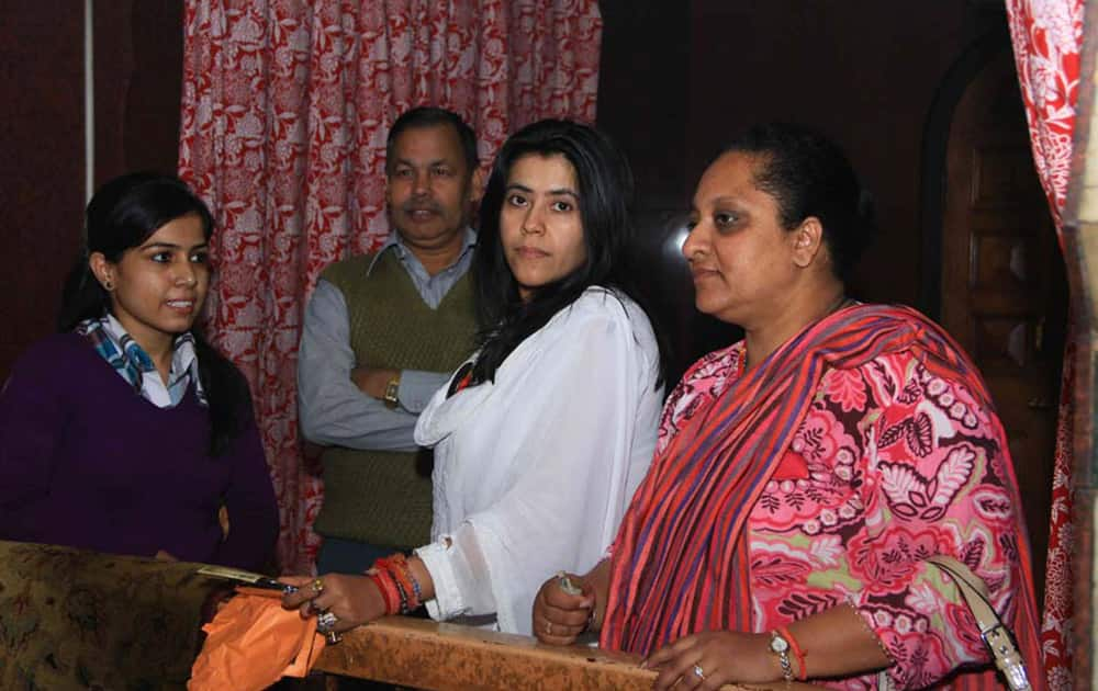 Ekta Kapoor (2R), known to be an extremely religious and spiritual person, arrived in Jaipur to seek the blessings of Kale Hanuman ji. Pic Courtesy: DNA