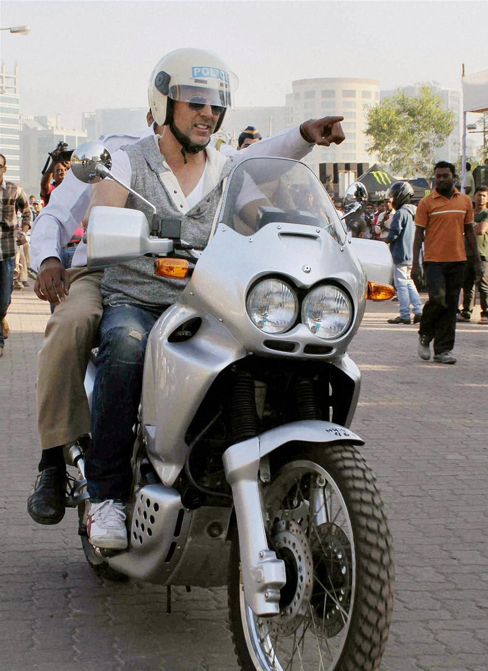 Bollywood actor Akshay Kumar at a campaign to spread awareness about road safety, in Mumbai.