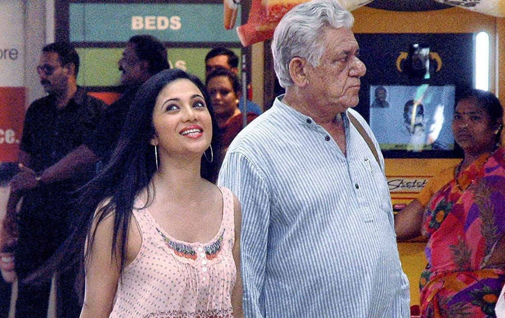 Veteran bollywood actor Om Puri with Tamil actress Shilpa Anand during the shooting of an upcoming movie in Mumbai.
