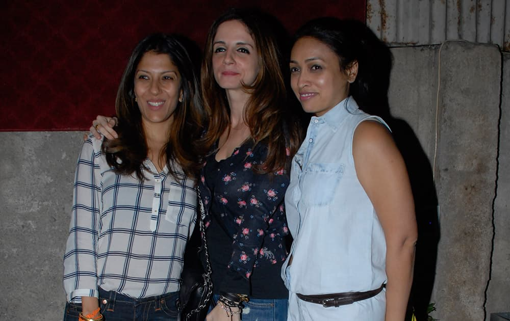 (L-R) Renu Chainani, Sussanne Roshan and Surily Goel at an art event by DNA at Pali Village Cafe in Mumbai. Pic Courtesy: DNA
