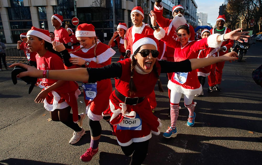 Runners, dressed as Santa Claus, take part in the 37th `Christmas Corrida Race` in the streets of Issy Les Moulineaux, on the western outskirts of Paris.