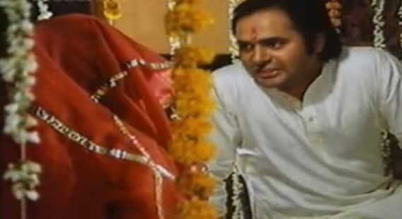 Farooq Sheikh was seen opposite Rekha in family drama 'Biwi Ho Toh Aisi'.