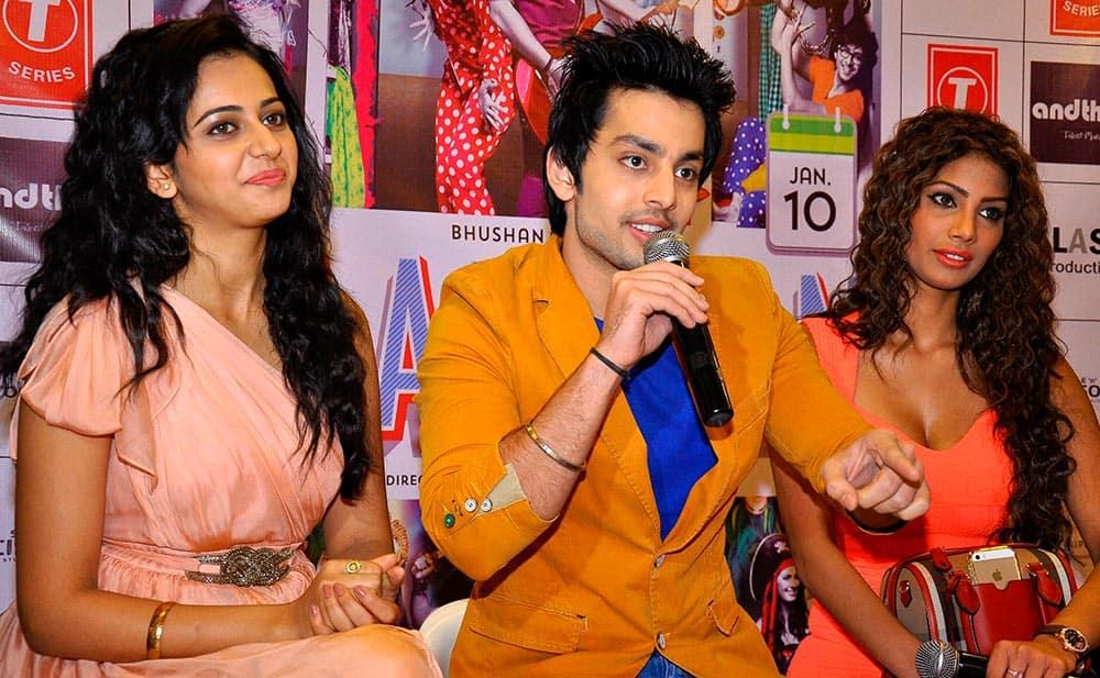 Actors Himansh Kohli, Rakul Preet, Nicole Faria during a promotional event of their upcoming movie Yaariyan.