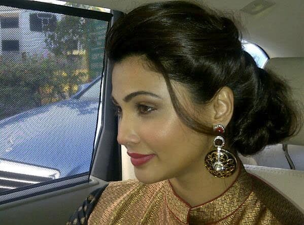 Daisy Shah ?@iDaisyShah - thanks for the hairstyle too! #JaiHo promotions. Pic Courtesy: Twitter