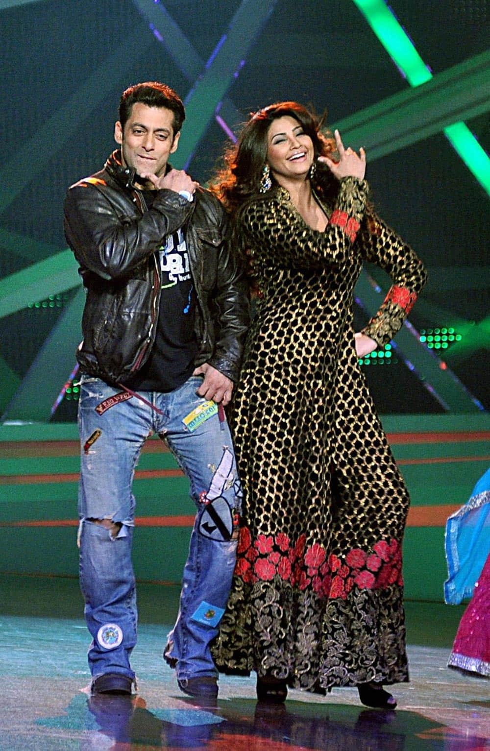 Bollywood actors Salman Khan and Daisy Shah promote their upcoming film 'Jai Ho' in Mumbai.