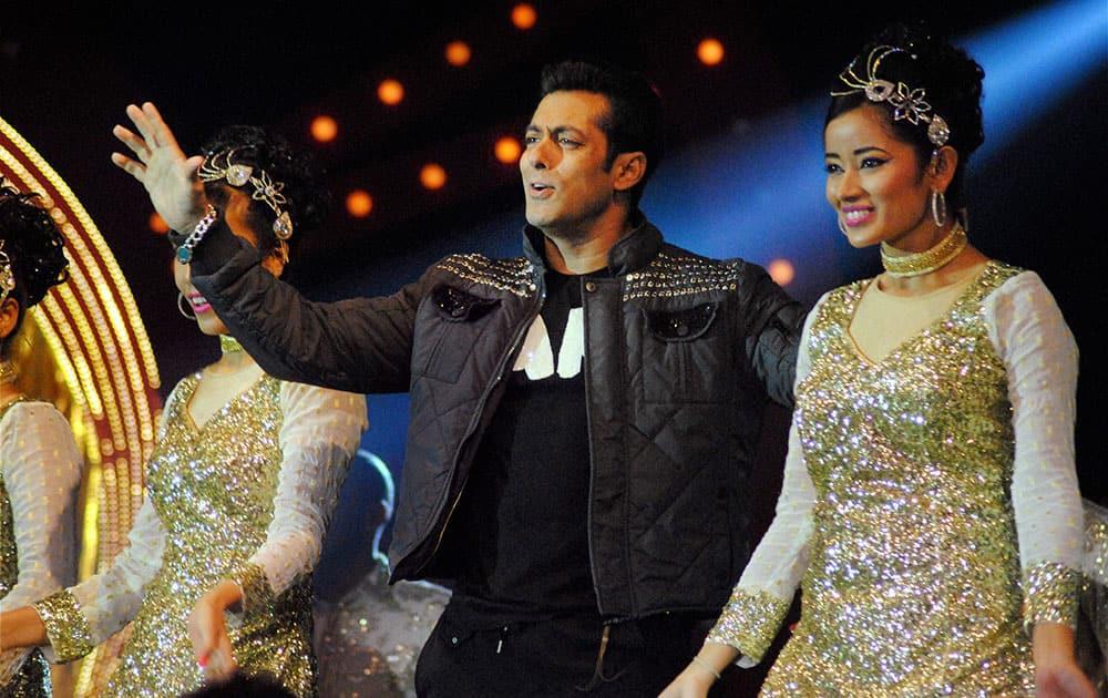 Bollywood actor Salman Khan performs at Saifai Mahotsav in Etawah district.