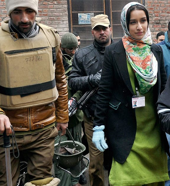 Sharda Kapoor leaving after shooting for her upcoming Movie in Srinagar.