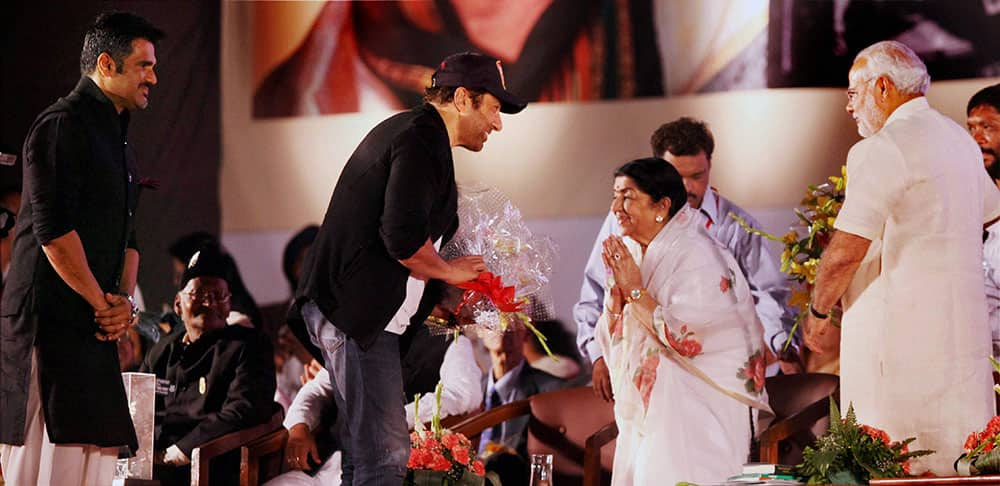 Bollywood actors Sunil Shetty and Sunny Deol presented bouquets by legendary singer and Bharat Ratna winner Lata Mangeshkar and Gujarat CM Narendra Modi during 'Ae Mere Vatan Ke Logo' a program to pay tributes to Indian soldiers in Mumbai.