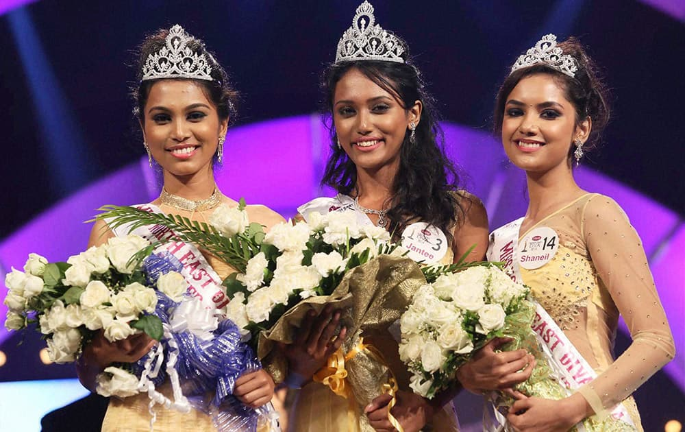 Winner of North East Diva 2014 Jantee Hazarika (C) flanked by 1st Runner-up Jonali Mali (L) and 2nd Runner up Shaneil Kalita (R) in Guwahati.