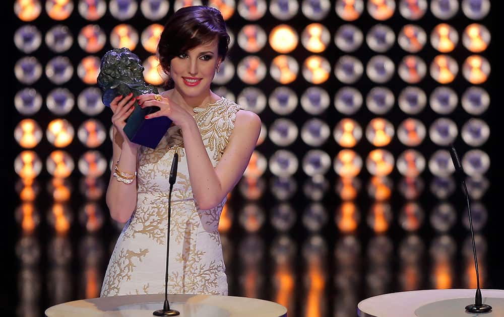 Natalia de Molina holds her Goya award for Best New Actress for the film