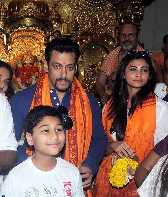 Salman Khan visits Sidhdhivinayak temple in Mumbai.