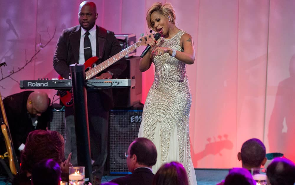 Singer Mary J. Blige performs on stage during the entertainment portion of the State Dinner for French President President Francois Hollande, center, seated with first lady Michelle Obama, left, and President Barack Obama, on the South Lawn of the White House in Washington.