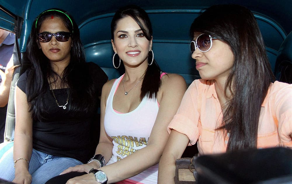 Sunny Leone takes rickshaw ride at rickshaw branding campaign to promote her film Ragini MMS 2 in Mumbai.
