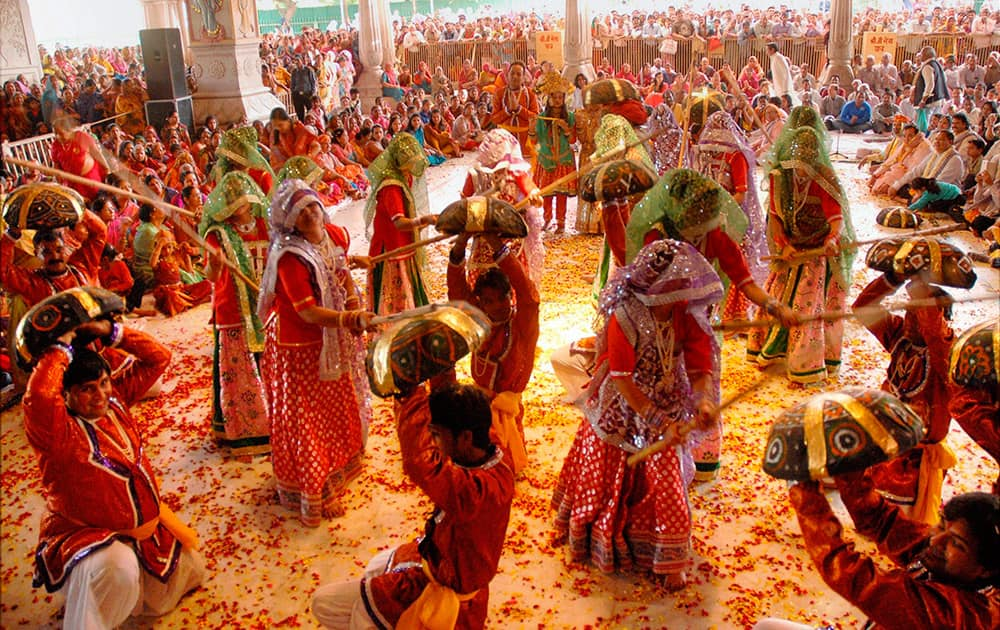 Men and Women playing Holi in Mathura.