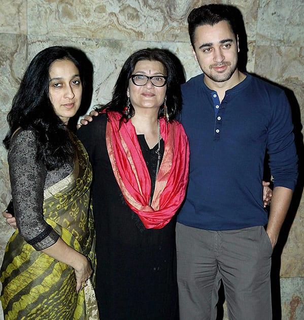 Imran Khan, his mother Nuzhat Khan (L) and veteran actress Sarika during special screening of the film 'Club 60' in Mumbai.