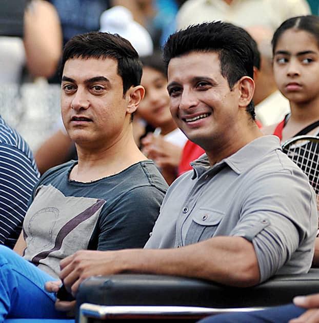 Aamir Khan and Sharman Joshi during All India Women's Open Tennis Tournament 2014 in Mumbai.