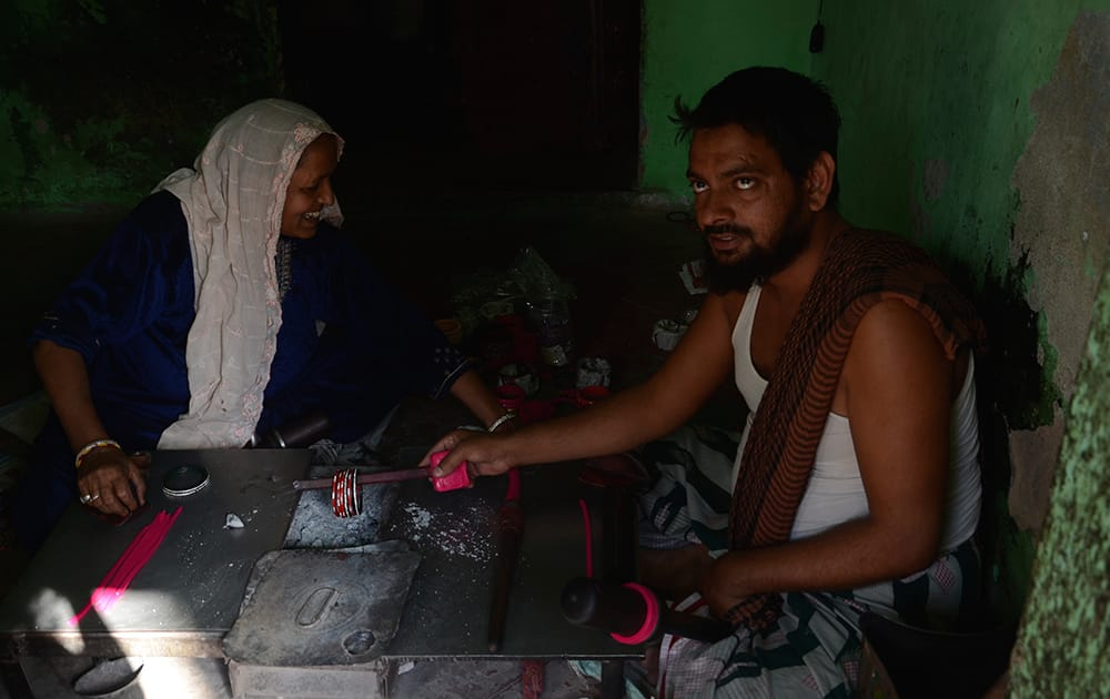 A Traditional Bangle Maker