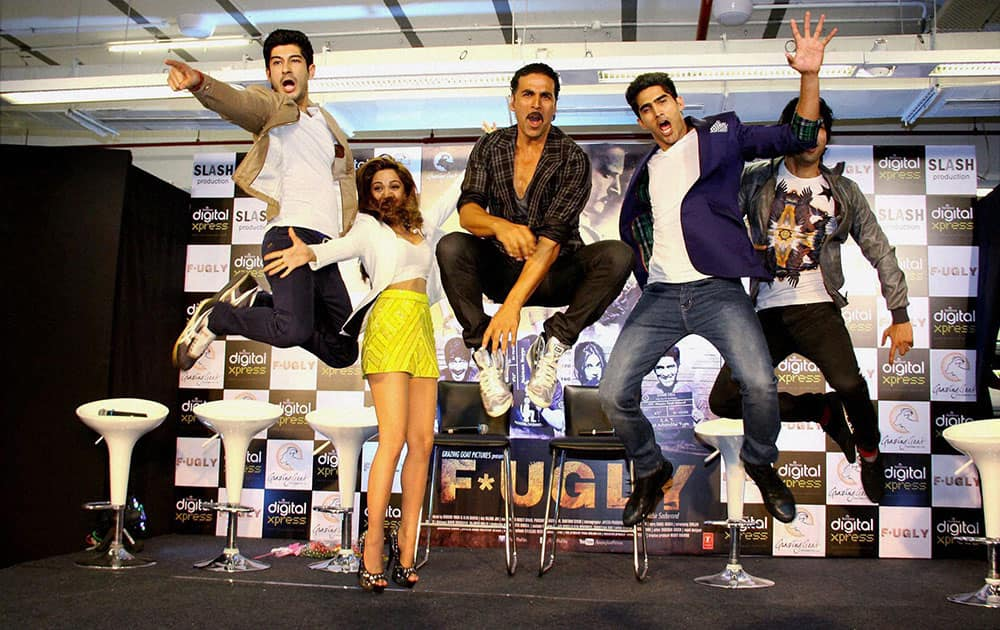 Bollywood actor Akshay Kumar,Mohit Marwah, Kiara Advani, Indian Boxer Vijender Singh and director Arfi Lamba unveils first look of film FUGLY at Reliance Digital Express in Mumbai.