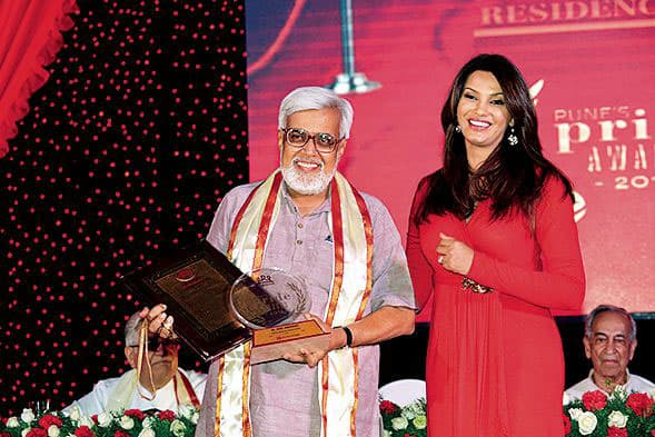 Diana Hayden, felicitates Dr Anil Avchat for his contribution to social work at the Residency Club in Pune. Pic Courtesy: DNA