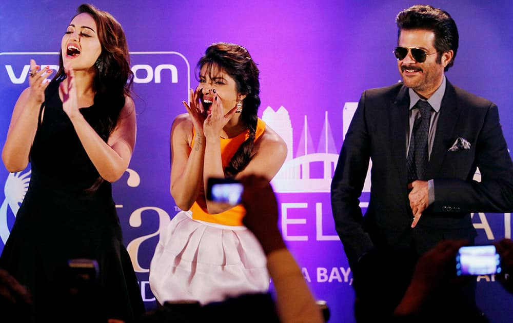 Anil Kapoor, Priyanka Chopra and Sonakshi Sinha at International Indian Film Academy (IIFA) function in Florida, US.
