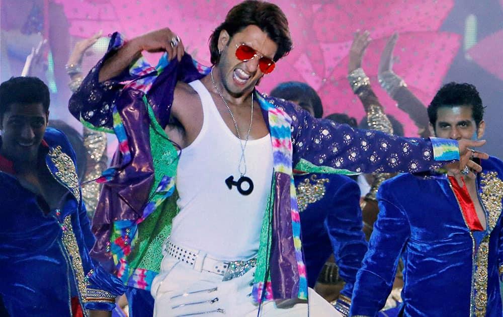 Ranveer Singh dances at IIFA 2014 awards in Tampa Bay, Florida.