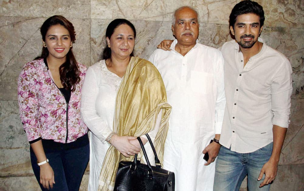 Huma Qureshi along with her brother Saqib Saleem and parents during the screening of the film Hawaa Hawaai in Mumbai.