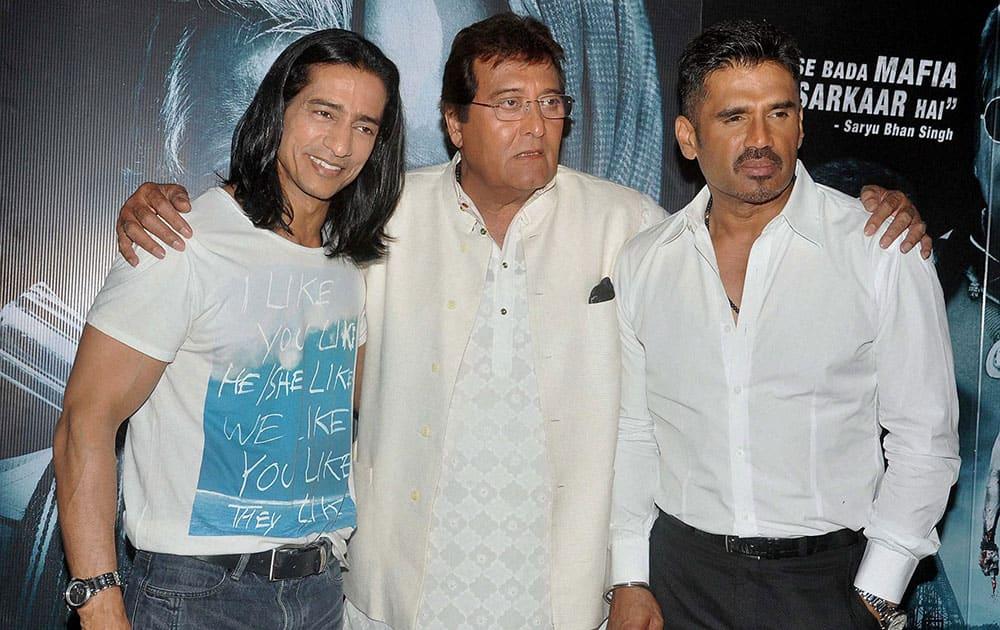 Bollywood actors Vipinno, Vinod Khanna and Suniel Shetty during a press conference of the film Koyelaanchal in Mumbai.