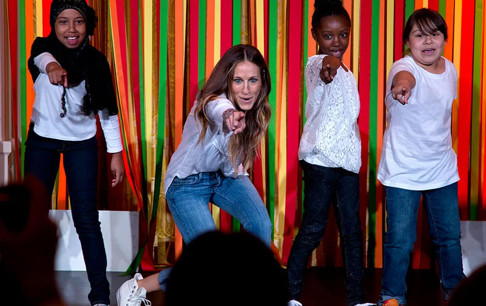 Actress Sarah Jessica Parker and students from the Martin Luther King, Jr., School in Portland, Ore., point to first lady Michelle Obama in the front row as they perform during the White House Talent Show in the East Room of the White House.