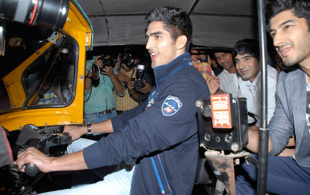 Boxer Vijender Singh drives an auto rickshaw for the promotion of his upcoming film 'Fugly' in Andheri. dna