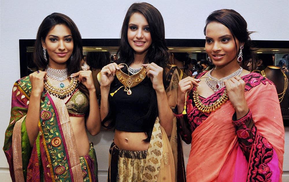 Miss India Earth Jhatalikha Malhotra, Koyal Rana, Femina Miss India 2014 and Gail Nicole Da Silva, Femina Miss India 2nd runner-up during the inauguration of a jewellery showroom in Ranchi.